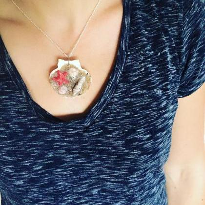 Beach in a Shell Pendent Necklace B..